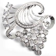 Elegante metal prata Platting broche decoração com zircão