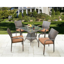 Ensemble de salle à manger 5 pièces en mousse en plein air avec chaise empilable