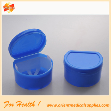 Dental retainer case with net