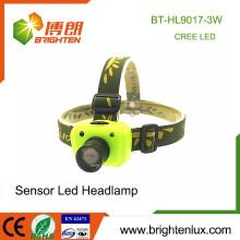 Fábrica al por mayor ABS y aluminio 3 modo luz XPE R3 3W LED sensor de alta potencia Zoom Cree faro con 3 * aaa batería
