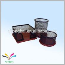 China metal mesh material escritório organizador de mesa com base de madeira