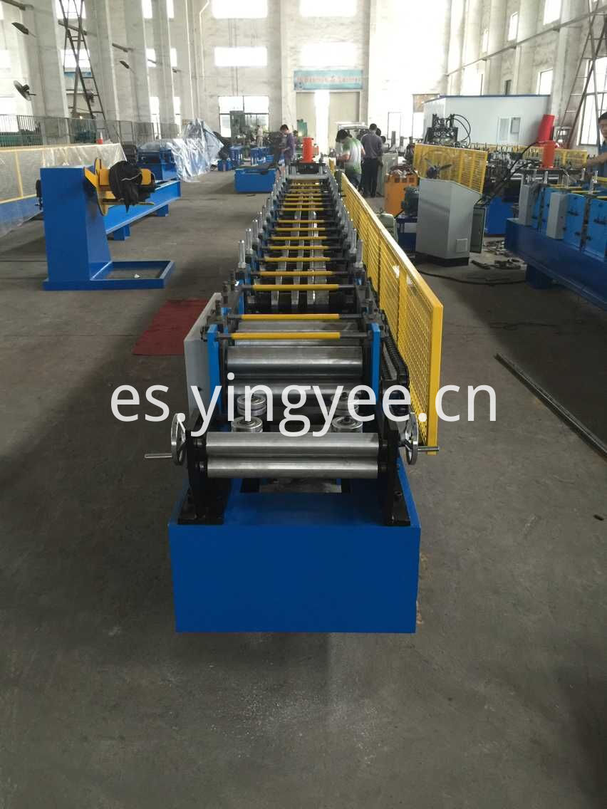 Upright roll forming machine