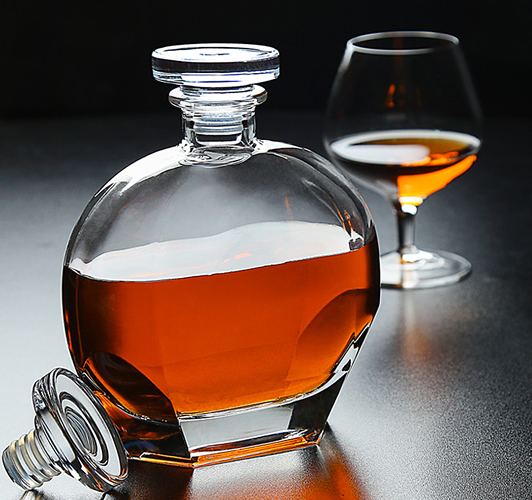 Chinese Style Crystal Glass Whisky Bottle