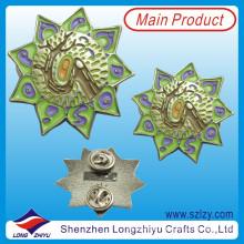 Liga de zinco pintado flor crachá com o número do laser de volta (lzy-10000148)