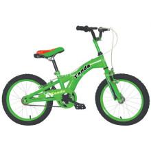 Crianças de bicicleta por 4 anos velho