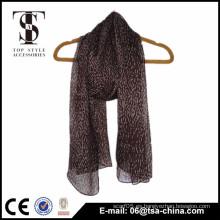 Diseño de moda 66 * 165cm Self Fringes Polyester Woven Scarf