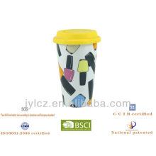 tasse avec de la silicone