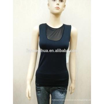 Camiseta sin mangas sin mangas de la ropa interior de las señoras atractivas