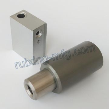 Kundenspezifische Bearbeitung Aluminium Block und Buchse mit hart eloxiertem 70um