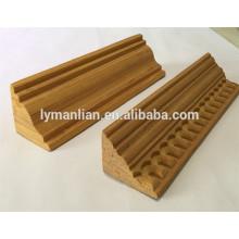 moldura decorativa de madera triangular