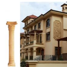 Columna romana original de piedra tallada en campo de piedra