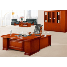 Mesa antigua de oficina con pedestales móviles