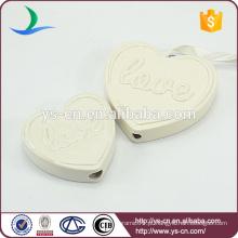 Decoração cerâmica de forma de coração com alívio amor
