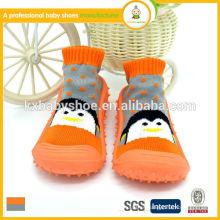 Venta al por mayor 2015 los zapatos de bebé cómodos del calcetín de la más nueva manera de los estilos