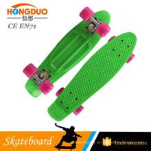 China fabrica prateleiras para placas de plástico skateboard para crianças