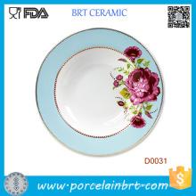 Plato de porcelana con cena flor roja floreciente