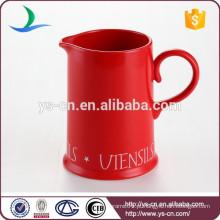 Jarro de água cerâmica vermelha para casa ou hotel
