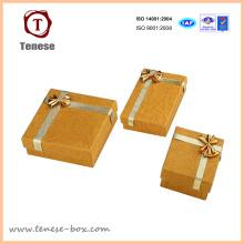 Caja de joyería de oro elegante del arte