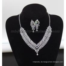 Trendige Glas Stein Perlen Fisch Skala Party Halskette