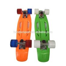 2016 mais novos skates de plástico de design com preços baixos no atacado
