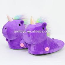 Vente chaude licorne conception en peluche douce pantoufles animaux