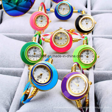 New Fashion Cable Band Women′s Small Size Bangle Watch