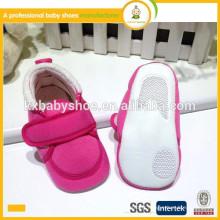 2015 vente en gros haute qualité nouveau-né bon marché semelle douce tissu en coton chaussures de bébé