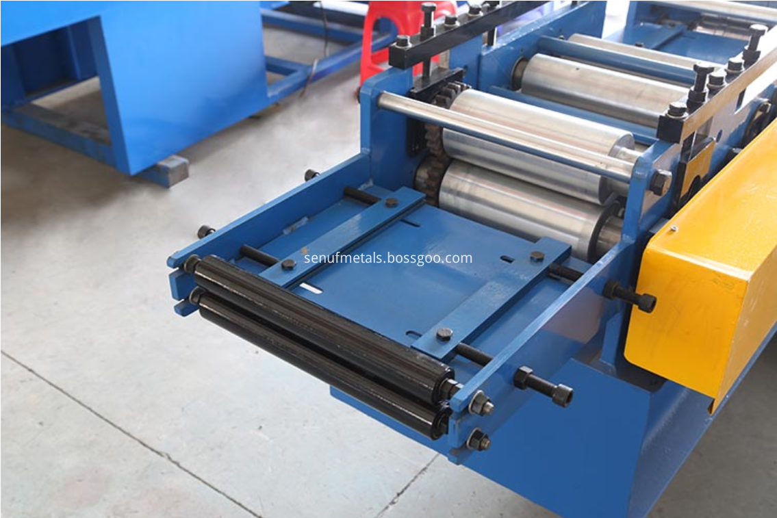 Door frame roll forming machine guide