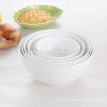 Weiße Porzellanschale hergestellt