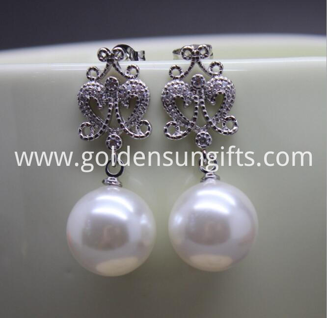 White Big Round Shell Pearl Earrings