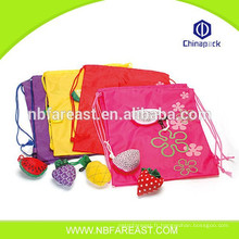 Impression respectueuse de l'environnement sacs réutilisables en forme de fruits pliables