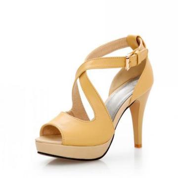 Salto Alto de Sandálias das Mulheres Amarelas