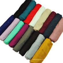 Las mujeres de moda de tendencia superior venden la bufanda impresa llana viscosa hijab gilted