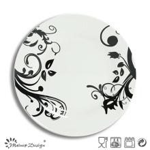Assiette pleine de décalque pleine de porcelaine blanche