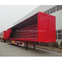 Caminhão de transporte de cerveja e leite coberto com cortina