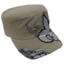 Chapeau militaire avec appliques (MT20)