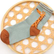 2016 venta caliente chicos lindo algodón calcetines con patrón de jirafa