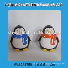 Plato de condimento de cerámica de forma de pingüino encantador con cuchara