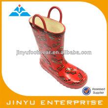 Goma de las botas brillantes de las muchachas