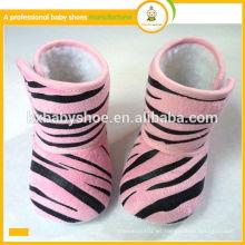 El bebé encantador de la felpa de la manera de la mejor venta embroma los zapatos de los cargadores