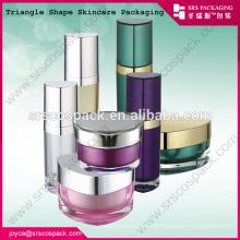China Lindo design rosa triângulo forma creme frasco 10ml 15ml 30ml 50ml único em forma de garrafas de plástico