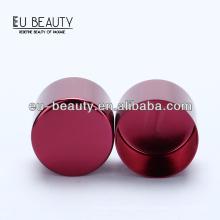 Tampão de alumínio da cor vermelha do vinho feito na porcelana