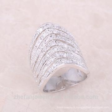Le long doigt indien de mode perce la demi-bague en cristal pour des dames