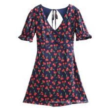 Vestido sin espalda con estampado de cerezas y mangas de burbujas con cuello en V