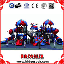 Aire de jeux extérieure pour enfants avec toboggan