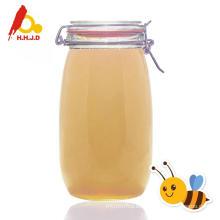 Miel de acacia en el café