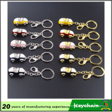 Jouet en forme de voiture avec porte-clés