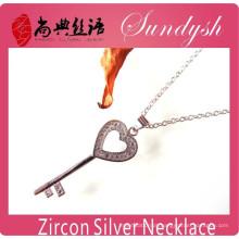 Wholeasle jóias de prata cz micro-inserções coração forma colar de pingente de chave