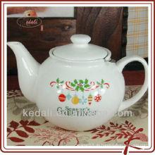 Keramische Teekanne mit Weihnachtsgestaltung
