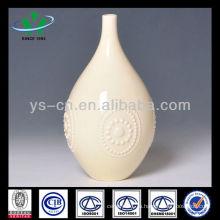 Вырезанная из слоновой кости керамическая ваза для цветов